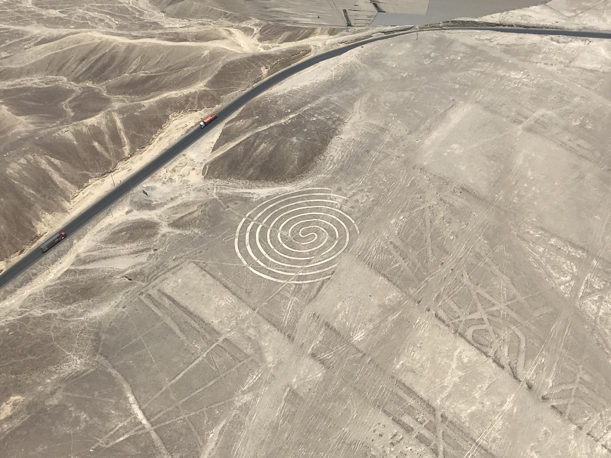 Affentanz - Rundflug Nazca